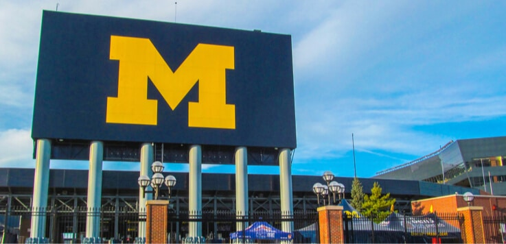 1 day ago · As expected, Michigan lawmakers have signed off on regulations that will govern daily fantasy sports (DFS), online casinos, and mobile sports betting in the Great Lake State.The BetMGM sportsbook at MGM Grand Detroit is currently closed because of the coronavirus.But perhaps by the end of the year, it will be open 24/7 online.