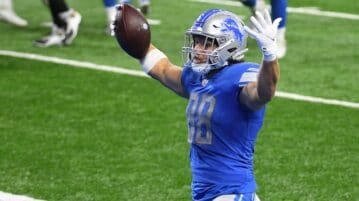 nfl player celebrating touchdown